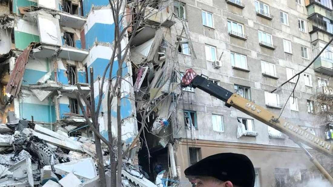 Der Gouverneurs der Region Tscheljabinsk am Telefon. Foto: Chelyabinsk Region Governor Press Service/AP