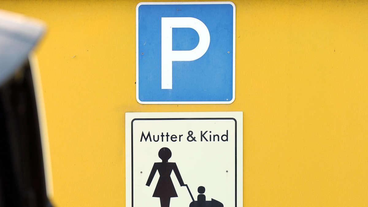 trotz kindern im auto mutter muss strafe f r parken auf mutter kind parkplatz zahlen auto. Black Bedroom Furniture Sets. Home Design Ideas