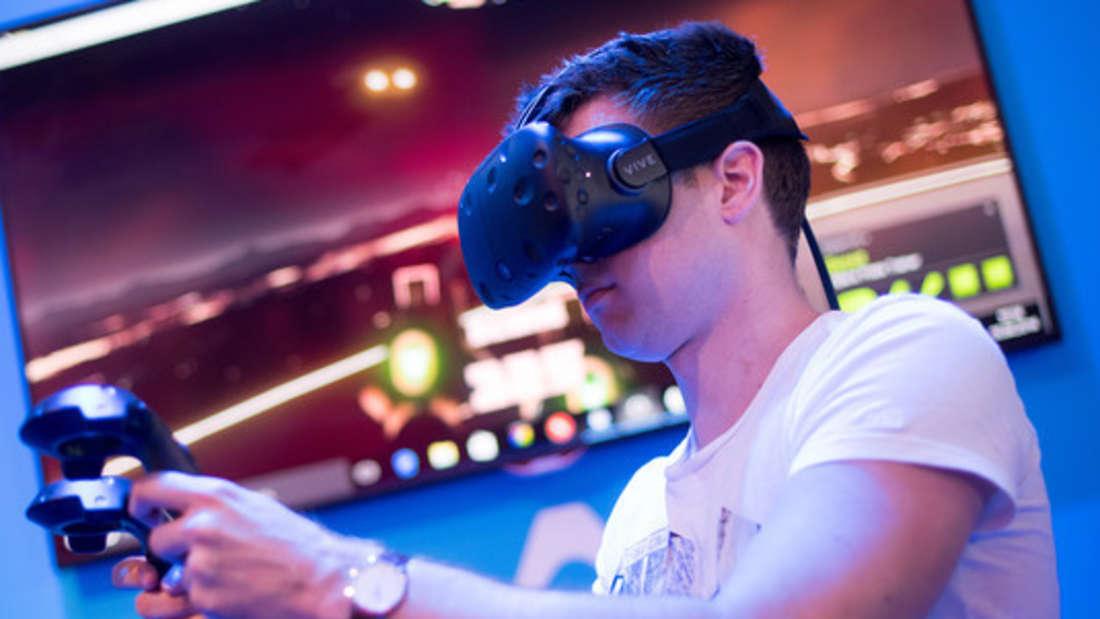 """Mit VR-Brillen kann bereits in die Spielewelten """"direkt"""" eingetaucht werden."""