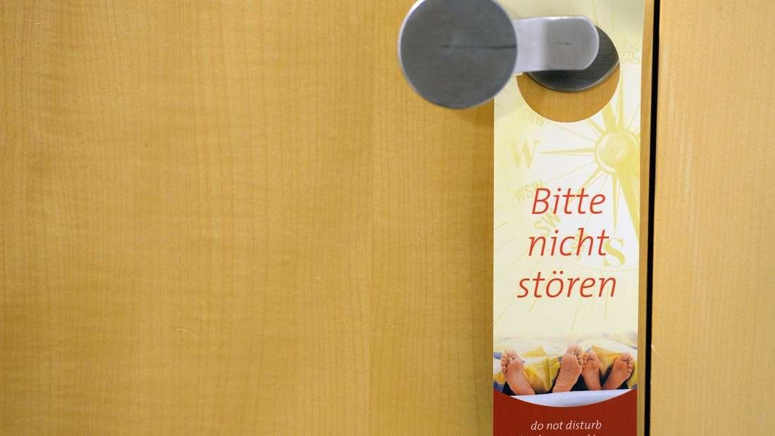 """Mit dem """"Bitte nicht stören""""-Schild in Hotelzimmer einbrechen? Scheint leichter zu sein, als man denkt."""