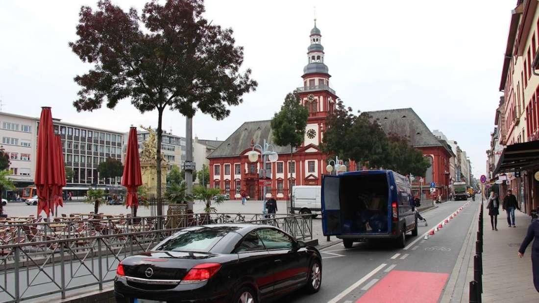 Mannheim Marktplatz – Grillrestaurants sorgen für Rauch. (Archivfoto)