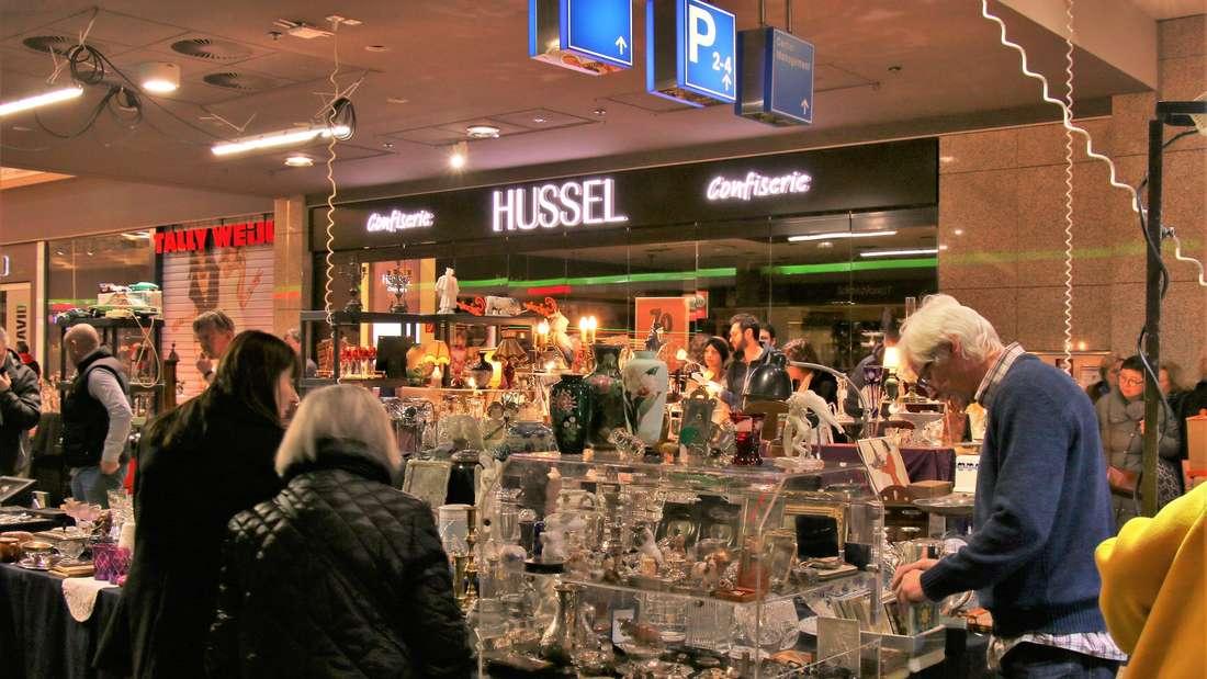 Beim Antikmarkt im Rhein-Neckar-Zentrum schlagen Retro-Herzen höher.