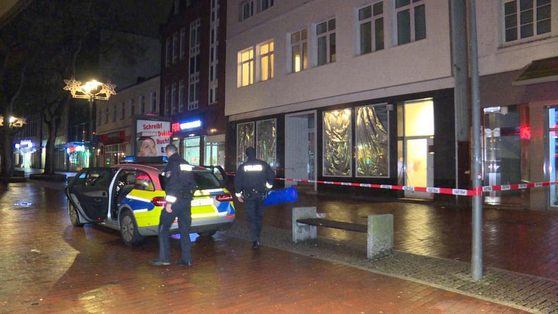 Die Polizei hat in Hamburg-Harburg den Tatort abgesperrt.