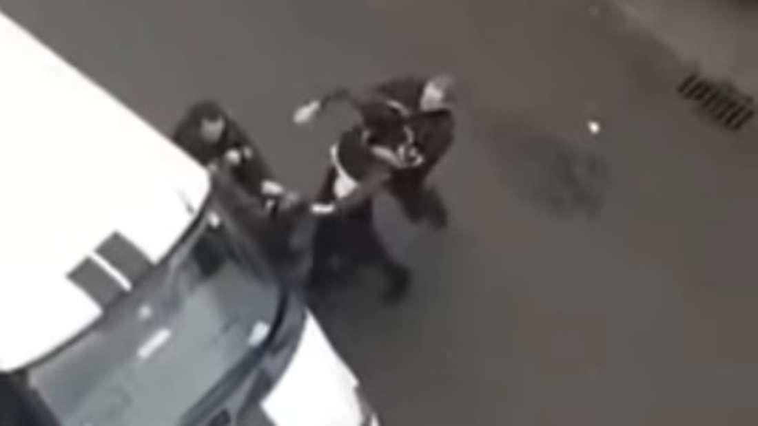 Ein Pärchen prügelte sich in Stade mit Polizisten.