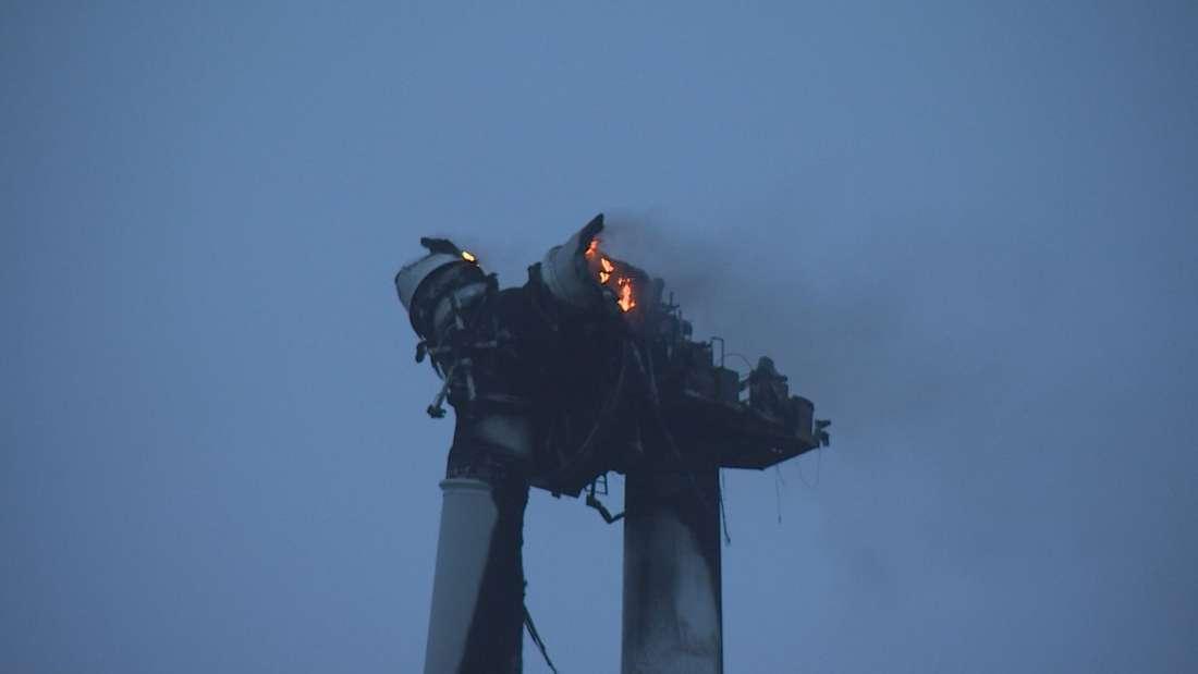Ostfriesland/Leer: Windrad brennt komplett ab - und die Feuerwehr kann nur zuschauen.