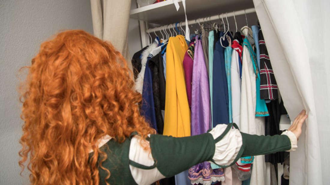 Kleidung, die statisch aufgeladen ist, lässt sich mit einfachen Tricks vermeiden.