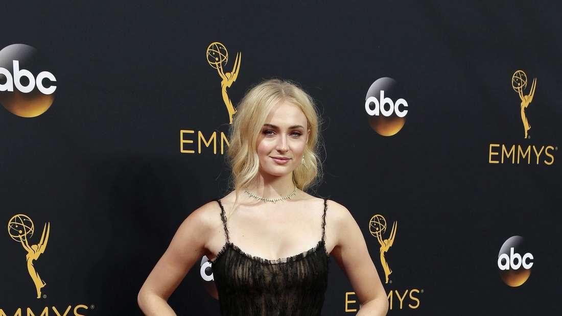 """Sophie Turner ist durch ihre Rolle der Sansa Stark in """"Game of Thrones"""" bekannt. Und was das Ende der Serie angeht, hält die Darstellerinjetzt nicht mehrhinterm Berg."""