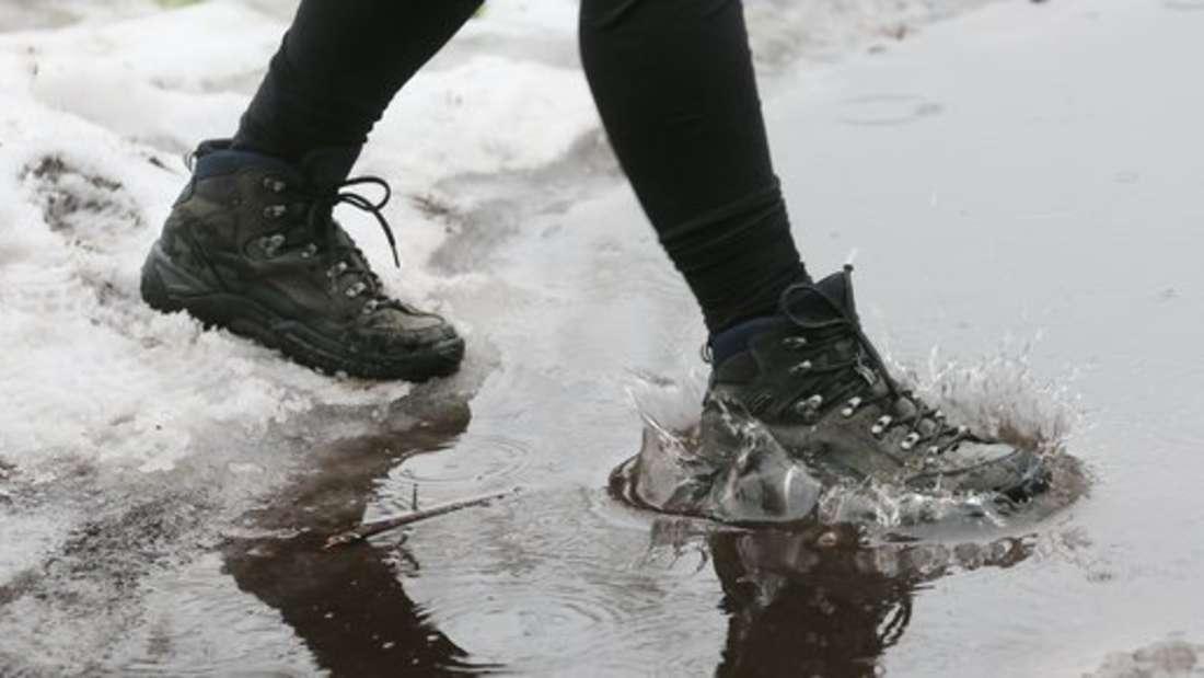 Im Winter ist ein Imprägnierspray für trockene Füße fast unerlässlich - dochwie oft muss es aufgefrischt werden?