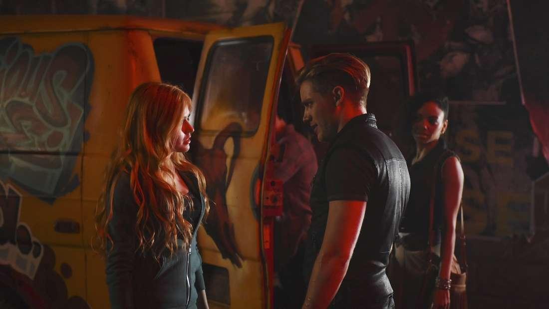 """Wie geht es mit Clary weiter? Die neuen Folgen von """"Shadowhunters"""" werden es bald verraten."""