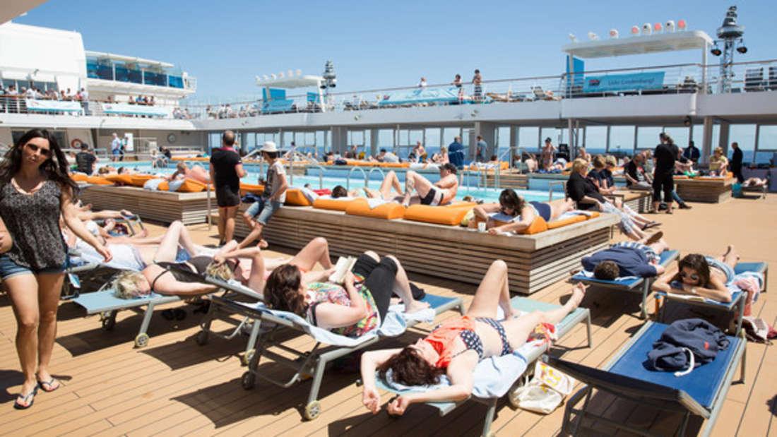 Die Sonne am Pool genießen - schlecht möglich, wenn man krank unter Deck liegt.