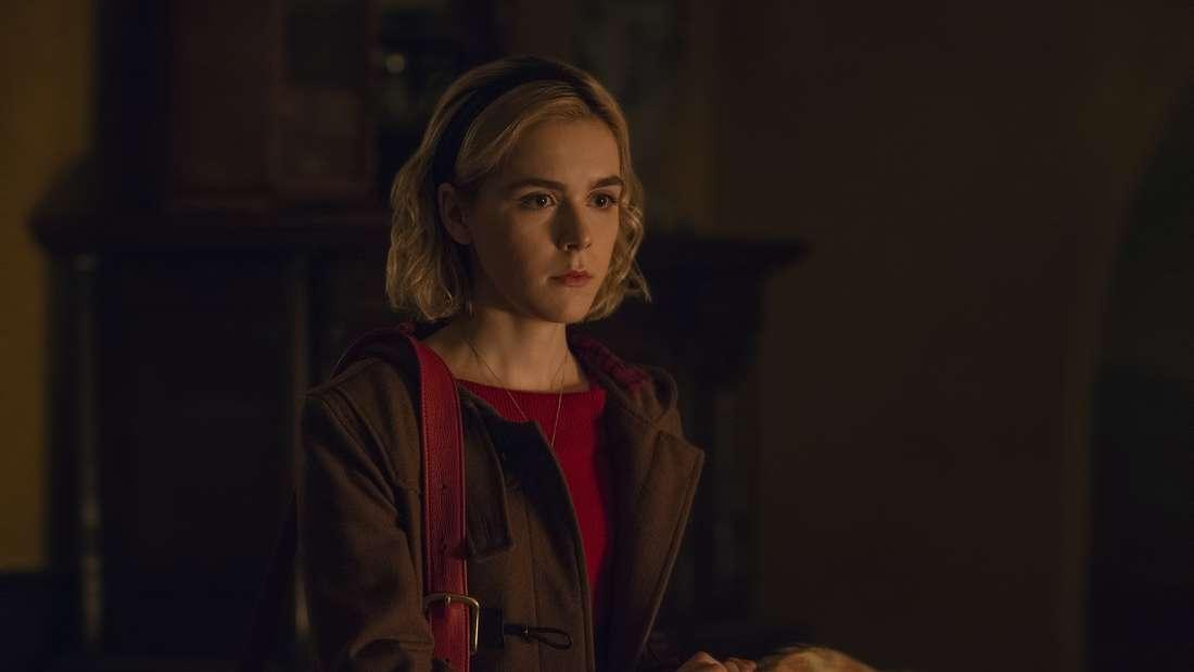 """Platz 6: Pünktlich zu Halloween 2018 veröffentlichte Netflix eine neue Interpretation der jungen Hexe aus """"Sabrina - Total verhext"""". Eine zweite Staffel von """"Chilling Adventures of Sabrina""""wurde bereits bestätigt."""