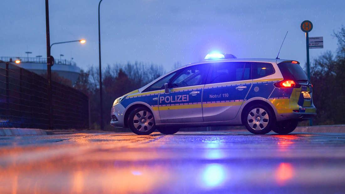 Kleinkind stürzt in Frankfurt aus fahrendem Auto und stirbt (Symbolfoto).