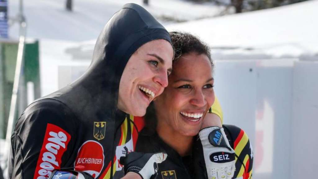 Mariama Jamanka (r) und Annika Drazek kämpfen heute in Whistler um den WM-Titel. Foto: Jeff Mcintosh/The Canadian Press