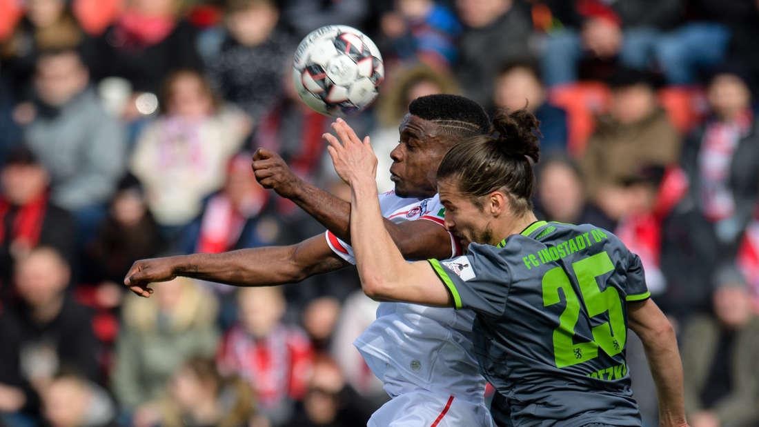 Auswärtssieg: Jhon Cordoba (l.) und der 1. FC Köln behaupten sich beim FC Ingolstadt (hier: Jonatan Kotzke).