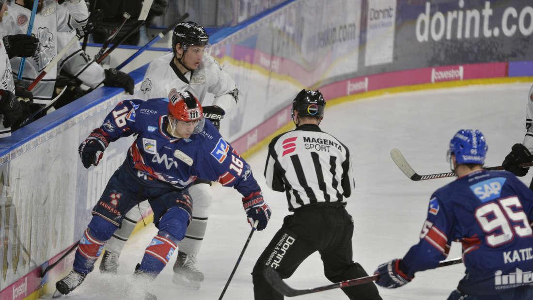 DEL Playoffs 2019 - Viertelfinale, Spiel 3: Adler Mannheim gegen Nürnberg Ice Tigers in der SAP Arena.