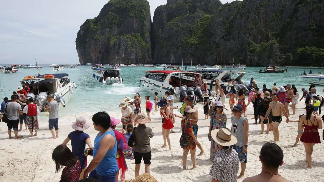 Touristen in Thailand müssen sich an das Alkoholverbot halten wie die Einheimischen auch.