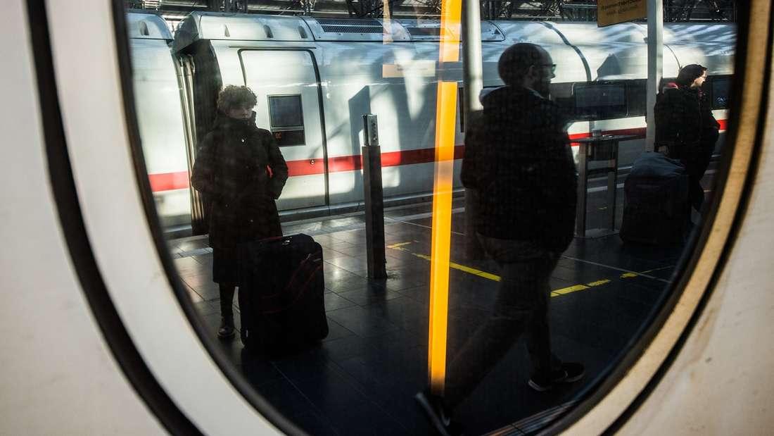 Laut Aussage eines Lokführers spart die Deutsche Bahn Strom - mit drastischen Maßnahmen.