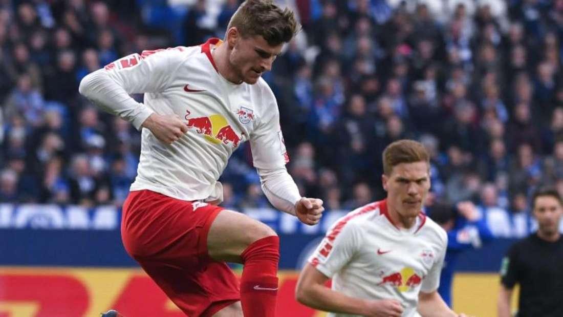 Timo Werner (l) muss sich entscheiden, ob er seinen Vertrag in Leipzig verlängert. Foto: Ina Fassbender
