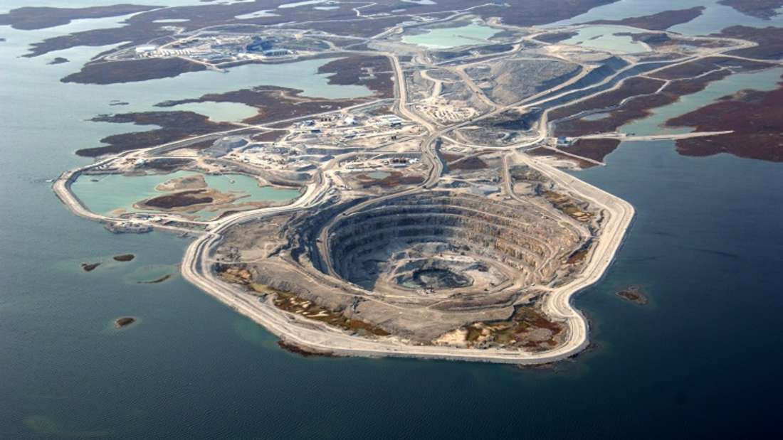 Blick auf die Diavik Diamond Mine, eine Tochtergesellschaft des Bergbaugiganten Rio Tinto.