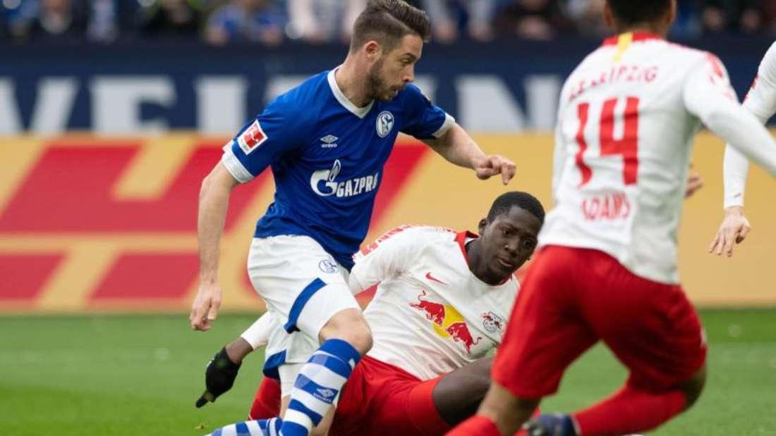 Bekam gegen Leipzig wieder seine Chance: Schalke-Stürmer Mark Uth (l). Foto: Ina Fassbender