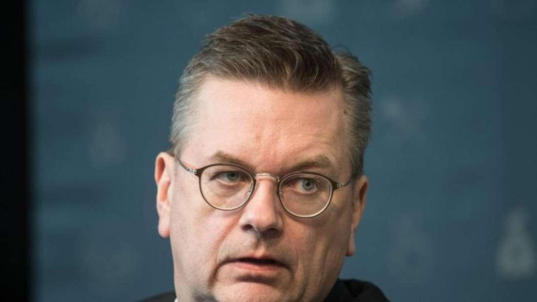 Reinhard Grindel steht wegen zusätzlicher Einkünfte in der Kritik. Foto: Bernd Thissen