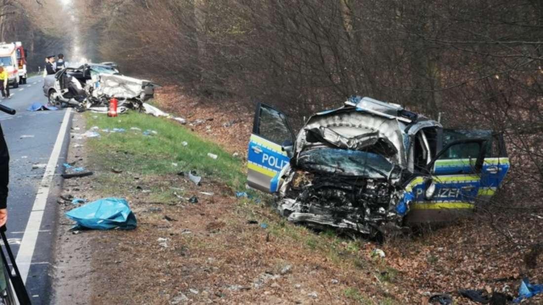 Vier Kilometer von dem Absturzort entfernt gab es einen schweren Unfall mit einem Polizeiauto.