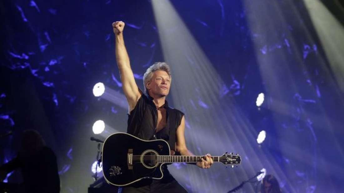 Mit Bon Jovi abends an der Bar ein Weinchen schlürfen? Diese Kreuzfahrt macht's möglich.