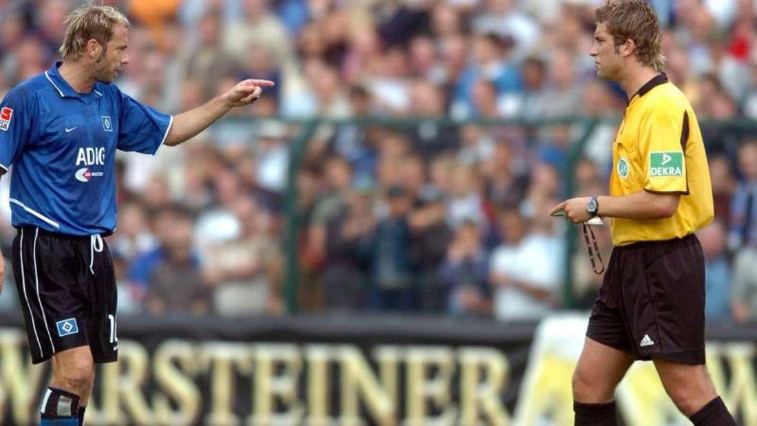 Vor 15 Jahren sorgte Schiedsrichter Robert Hoyzer beim Pokalspiel zwischen Paderborn und dem HSV für einen Skandal. Foto: Oliver Weiken/dpa
