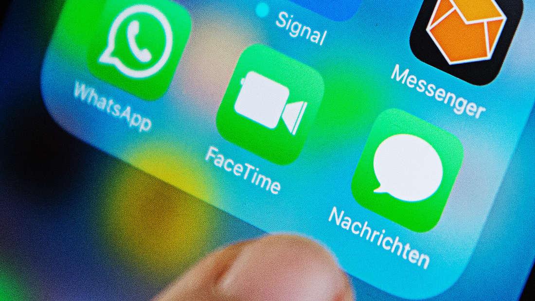 WhatsApp versucht mit dem neuesten Update, betrügerische Inhalte kenntlich zu machen.