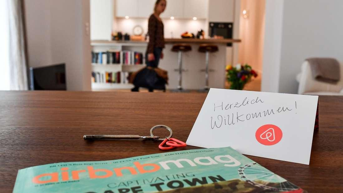 """Von wegen """"Herzlich willkommen"""": Eine Familie fand in einer Airbnb-Unterkunft eine versteckte Kamera."""