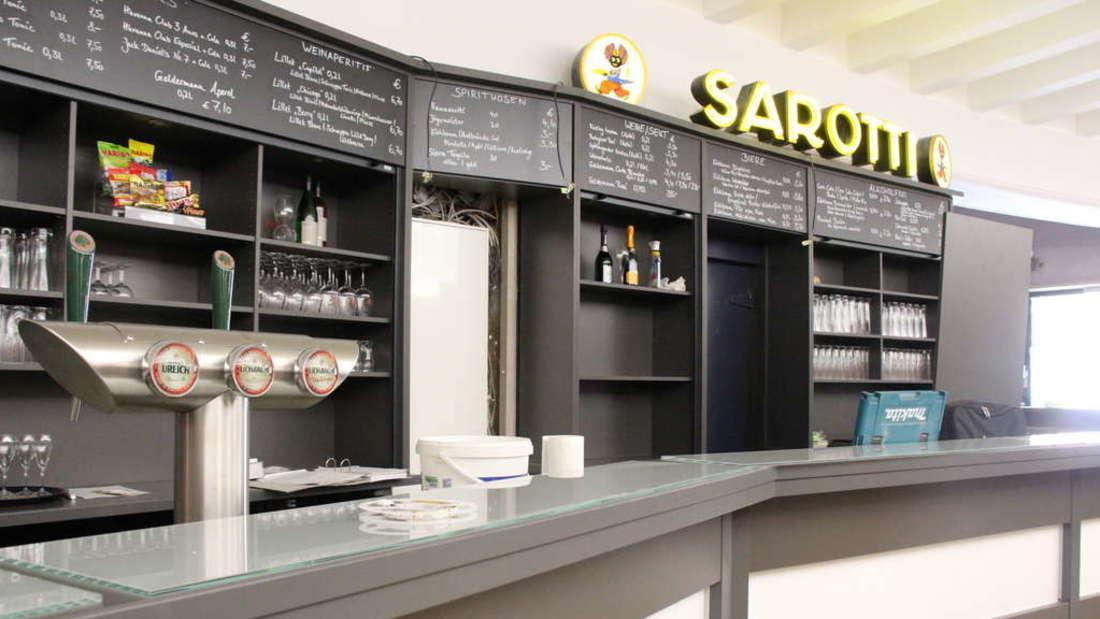 Im Foyer prangen die beiden Embleme mit dem 'Sarotti-Mohr' über der Bar. (Archivfoto)