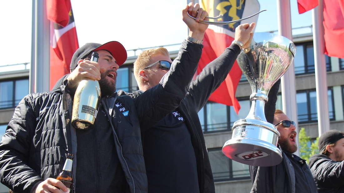 Empfang im Stadthaus und Autokorso: Adler Mannheim feiern Meisterschaft 2019.