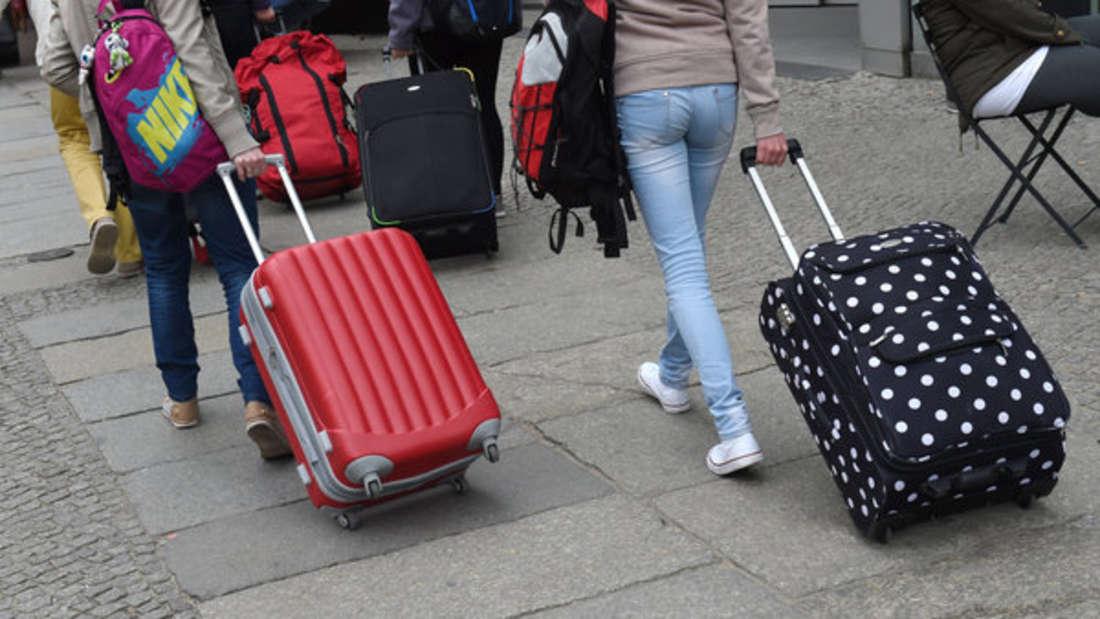 Wer zu viele Kilos im Handgepäck hat, muss oft draufzahlen.