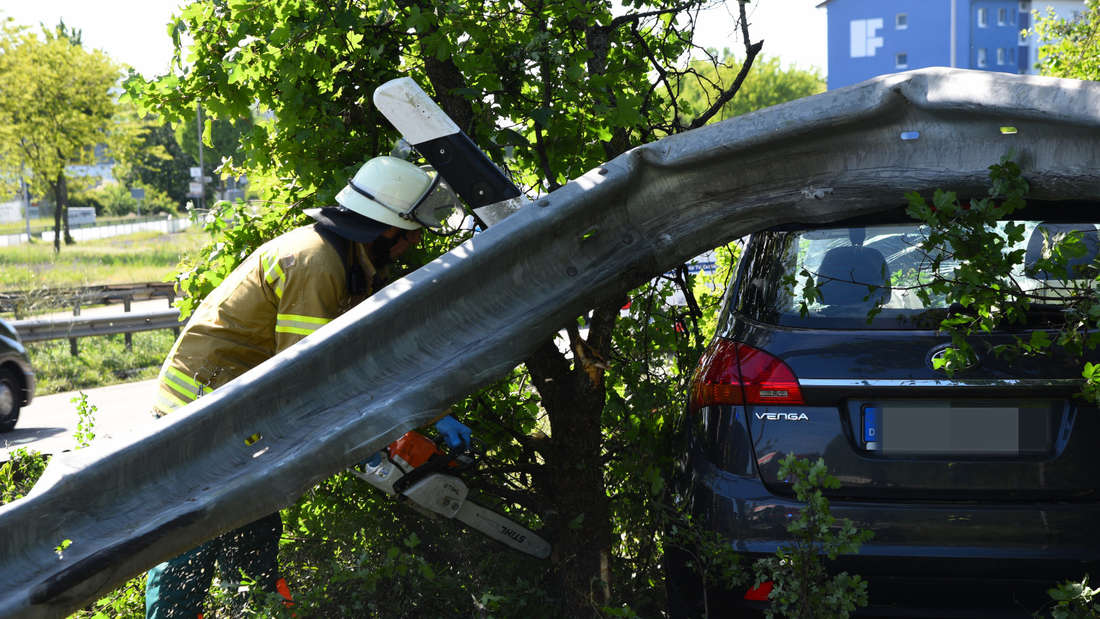 Schwerer Unfall auf B36 in Mannheim-Rheinau