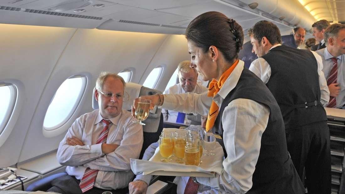 VIP-Flugbegleiterinnen scheinen einen glamourösen Job zu haben - doch stimmt das wirklich? (Symbolbild)