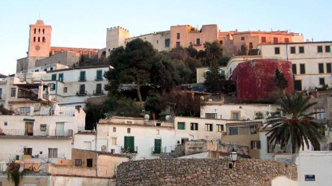 Seit dem Skandal um Österreichs Ex-Vizepräsident Strauche ist eine Villa auf Ibiza in aller Munde.