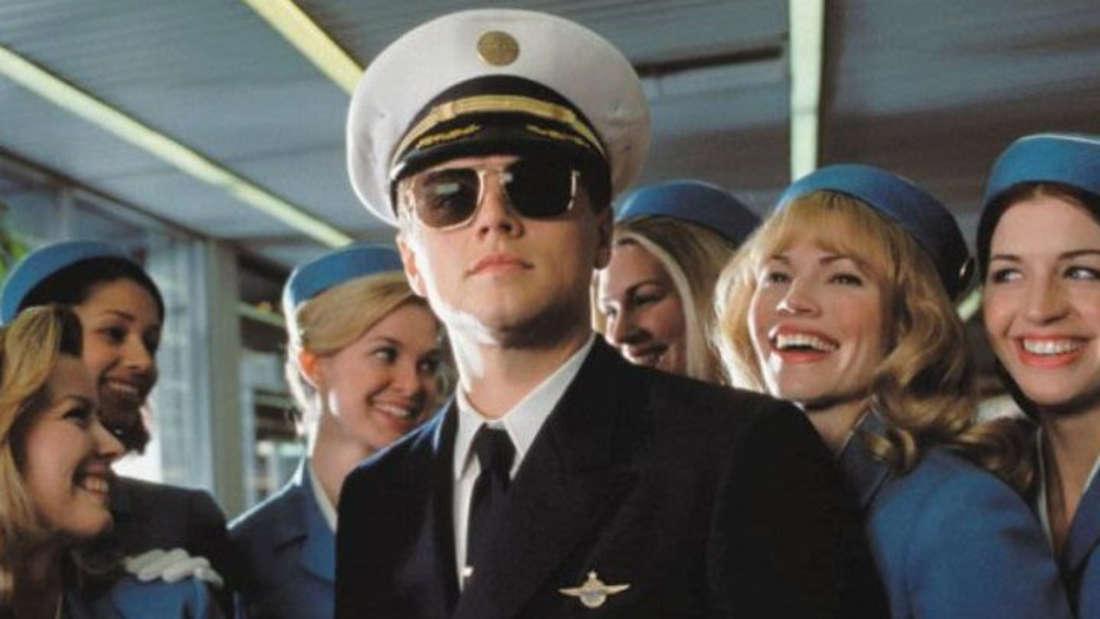 """Wie hier im Film """"Catch me if you can"""" gezeigt wird, waren die Piloten und Stewardessen inden 60er-Jahren die Stars der Lüfte."""