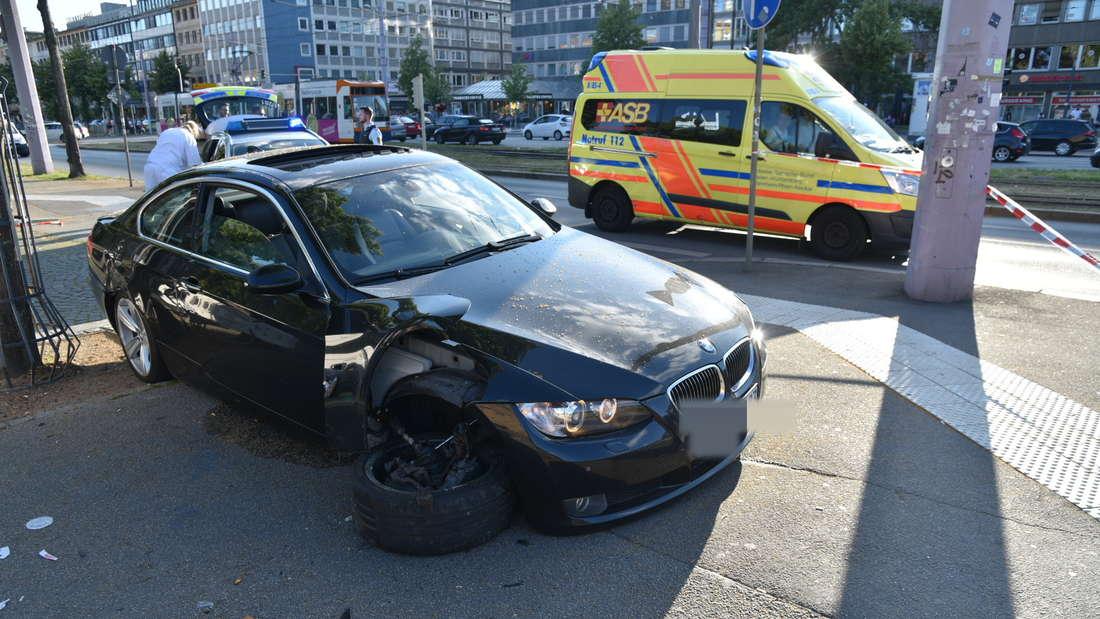 Poser-Unfall am Wasserturm in Mannheim