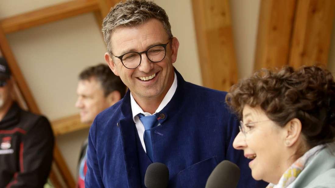 "Der ""Bergdoktor"" Hans Sigl und Schauspielerin Monika Baumgartner beim ""Bergdoktor""-Fantag 2019 in Going am Wilden Kaiser."