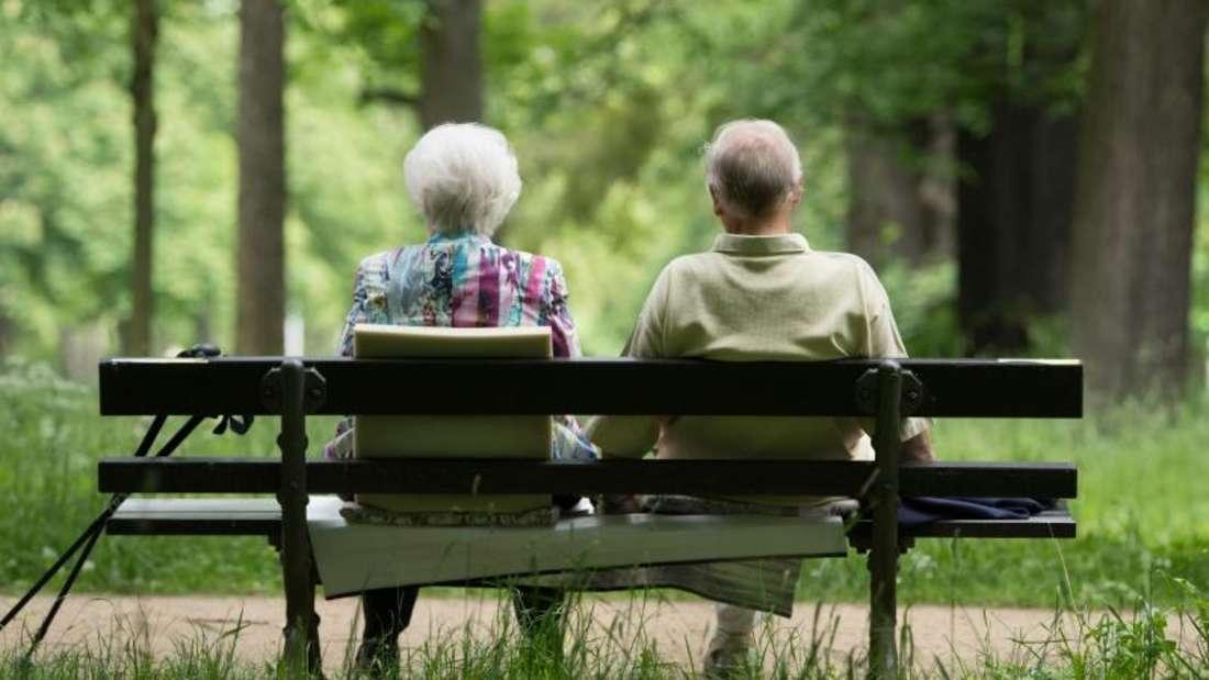 Rentner in Westdeutschland erhalten vom 1. Juli an monatlich 3,18 Prozent mehr Rente. Im Osten steigen die Renten um 3,91 Prozent.