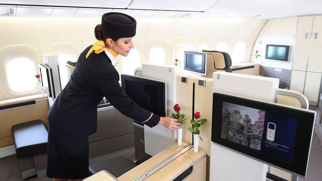 Flugbegleiter haben keinen leichten Job. (Symbolbild)