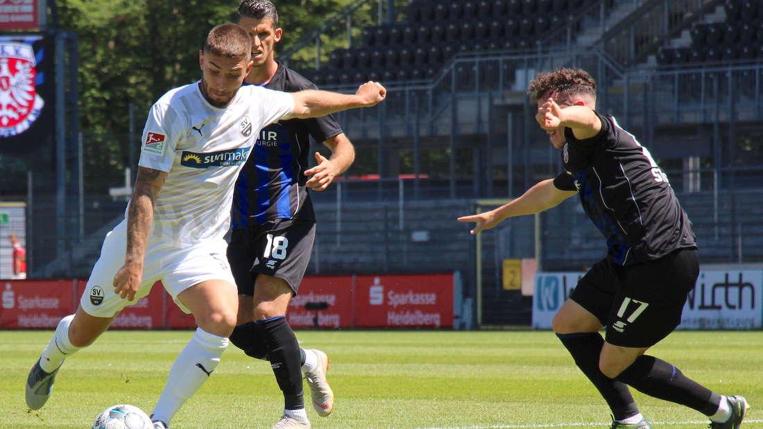 Neuzugang Marlon Frey (li.) gewinnt mit dem SV Sandhausen gegen den FSV Frankfurt.