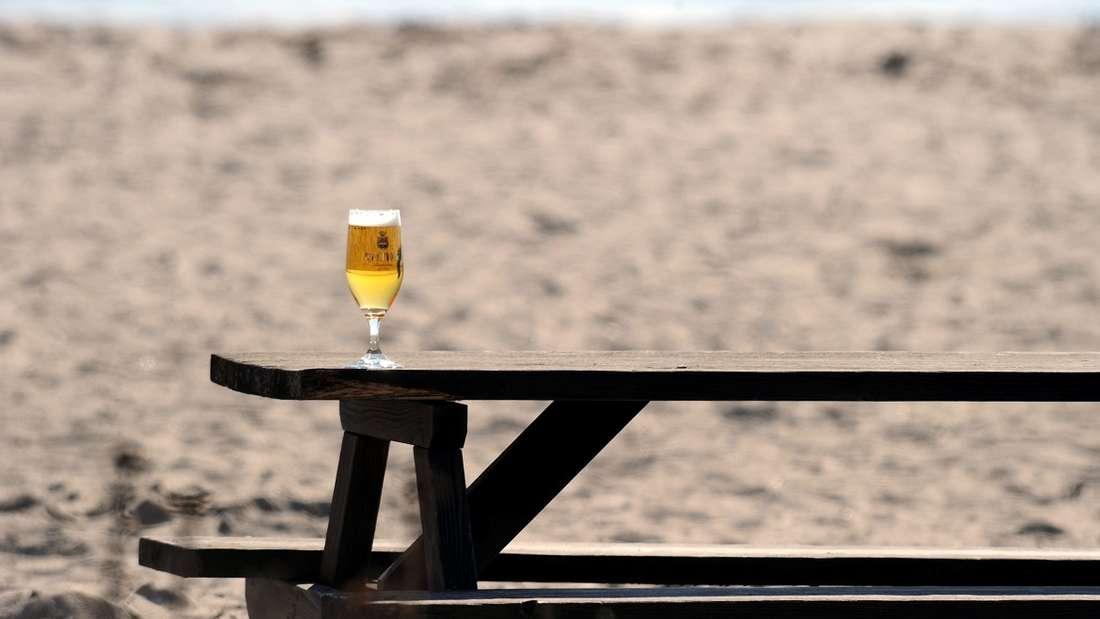 Für Calamari, Salat und Bier zahlten Touristen in einem Restaurant auf Mykonos rund 840 Euro.