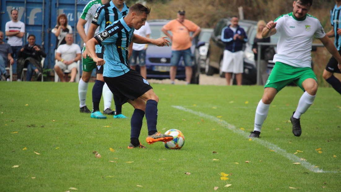 Der SV Waldhof Mannheim schlägt den VfL Hockenheim mit 24:0 (13:0).