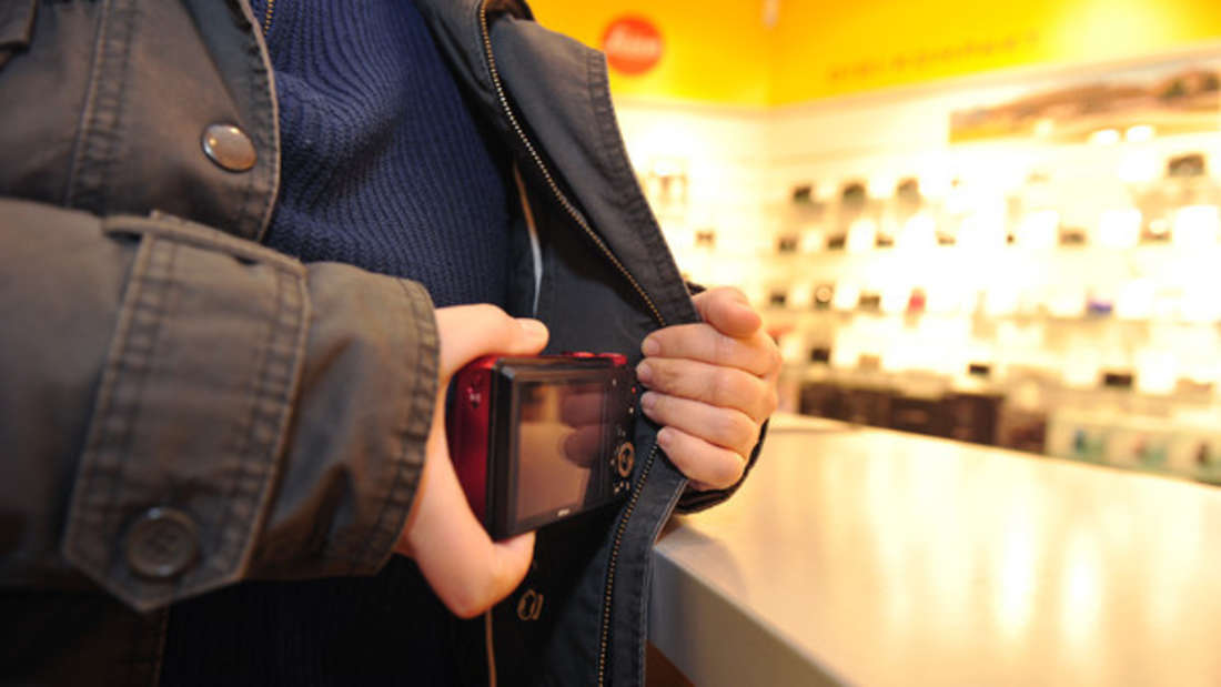 Die meisten Ladendiebe sind männlich und Wiederholungstäter. Manche von ihnen sollen sogar unter dem Einfluss harter Drogen stehen.