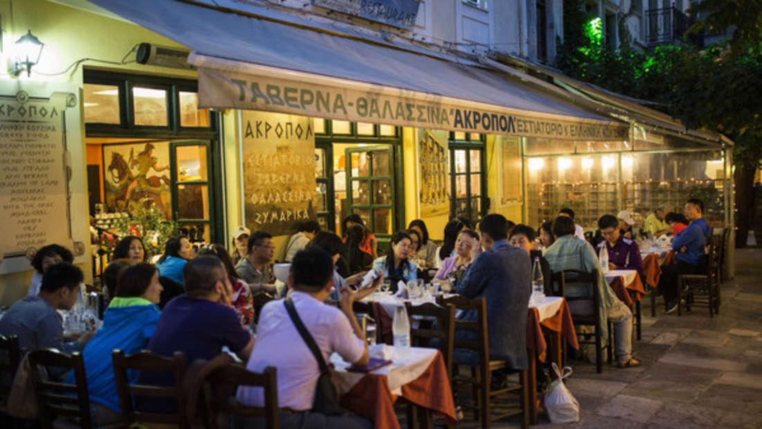 Touristen beklagen sich vermehrt darüber, dass sie in Restaurants in Griechenland mit horrenden Preisen abgezockt werden.