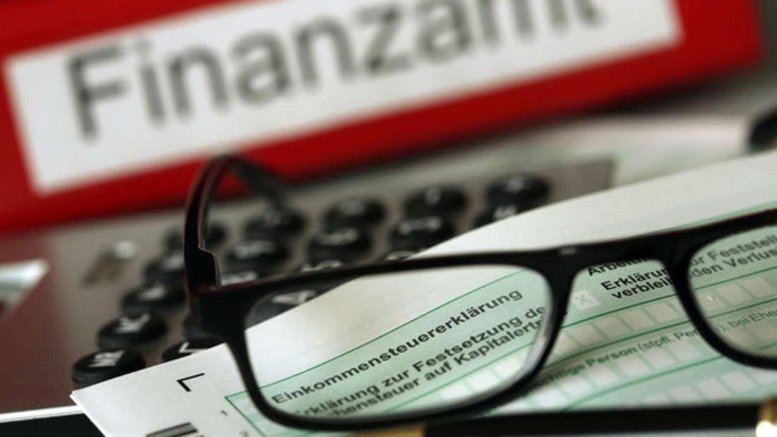 Ein Finanzbeamter hat jetzt in einem Thread enthüllt, wie Sie legal Steuern sparen können.