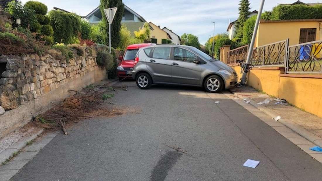 Bei einem Unfall wird eine Seniorin von einem Auto erfasst und stirbt noch an der Unfallstelle.