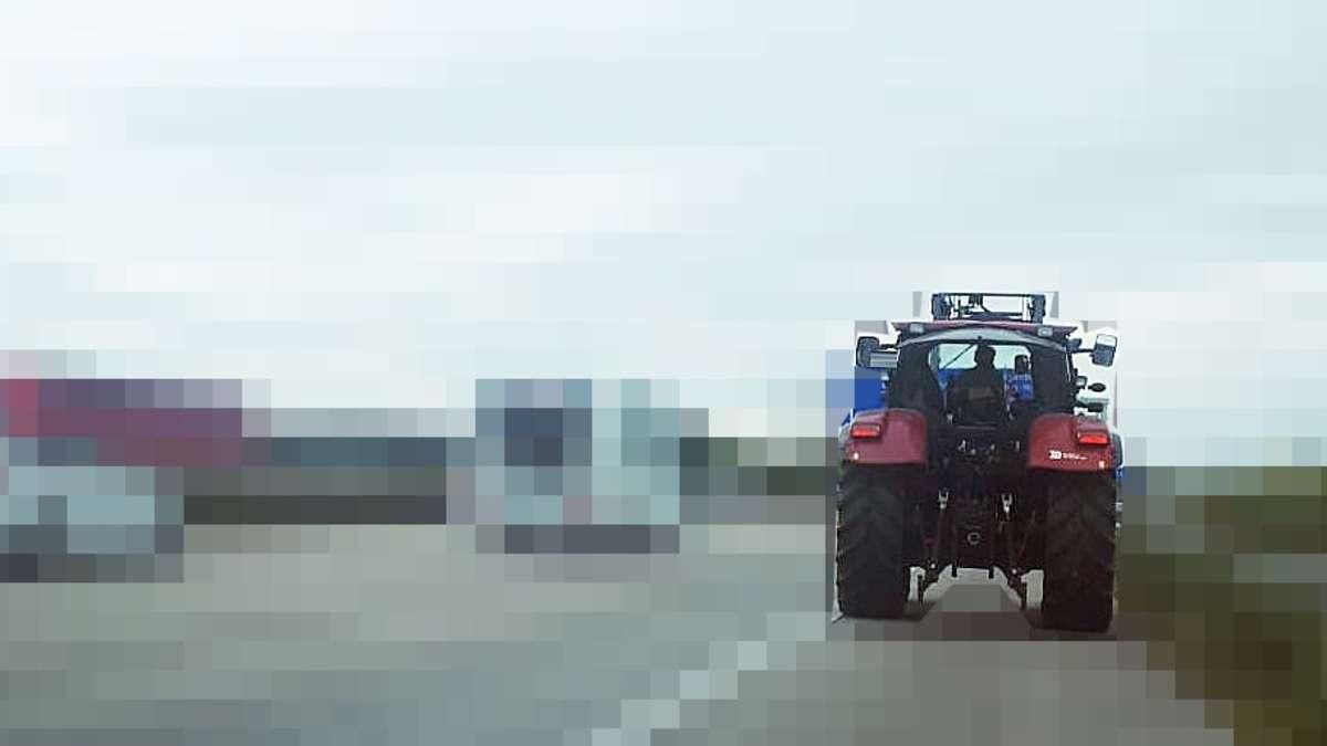 bremen richtig dumm gelaufen traktor fahrer unterl uft. Black Bedroom Furniture Sets. Home Design Ideas