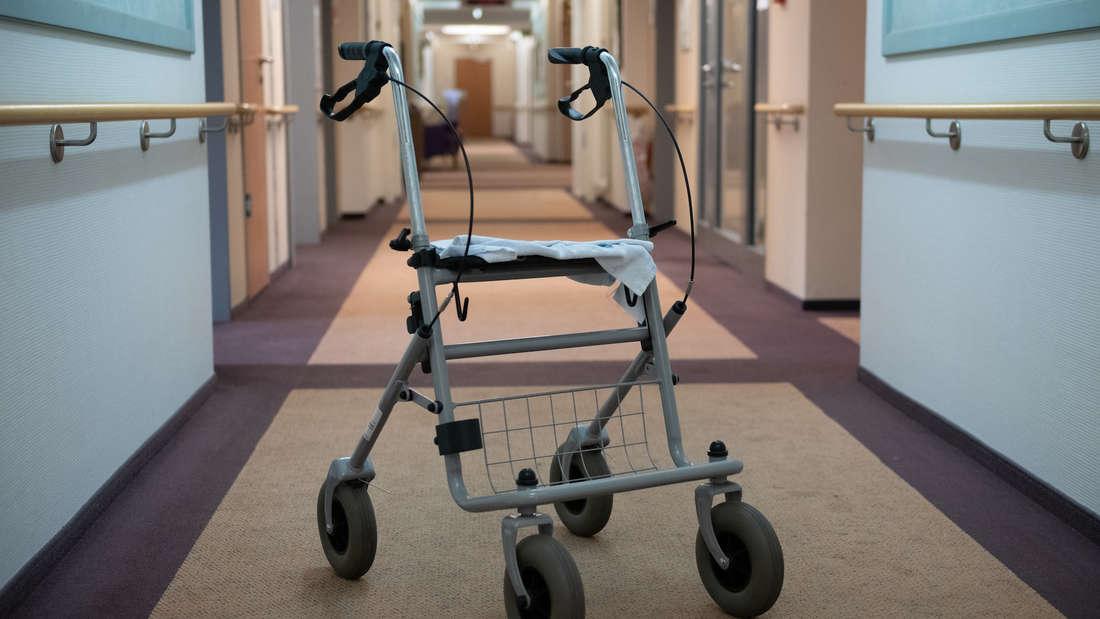 Ein 20-Jähriger soll Senioren im Pflegeheim gequält haben. (Symbolbild)
